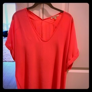 Gibson and Latimer pink V neck blouse
